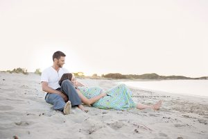 couple maternity beach